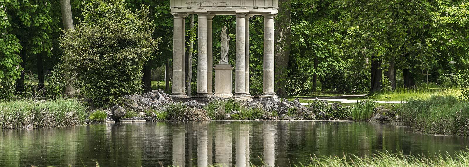 Manutenzione e realizzazione giardini storici dellavalle for Aiuole profumate